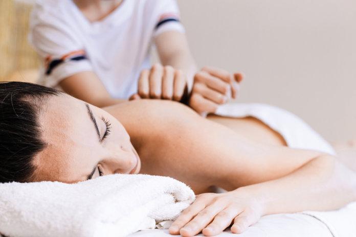 Massagem Desportiva - Cynthia Sawasaki   Revista Correr
